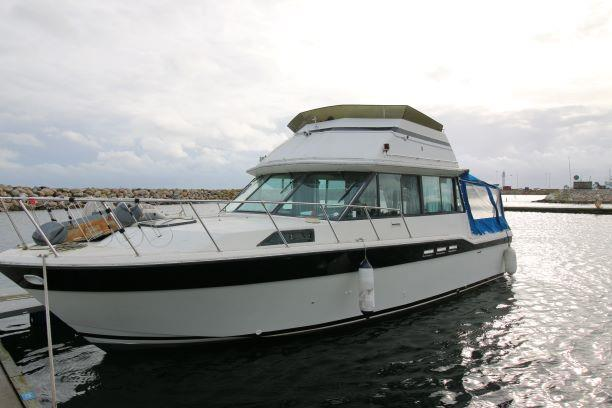 Fiberform 3300 Executive Yacht