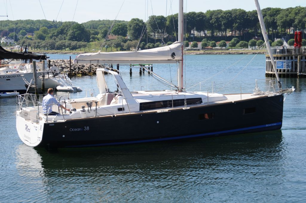Beneteau Oceanis 38 DOCK and GO